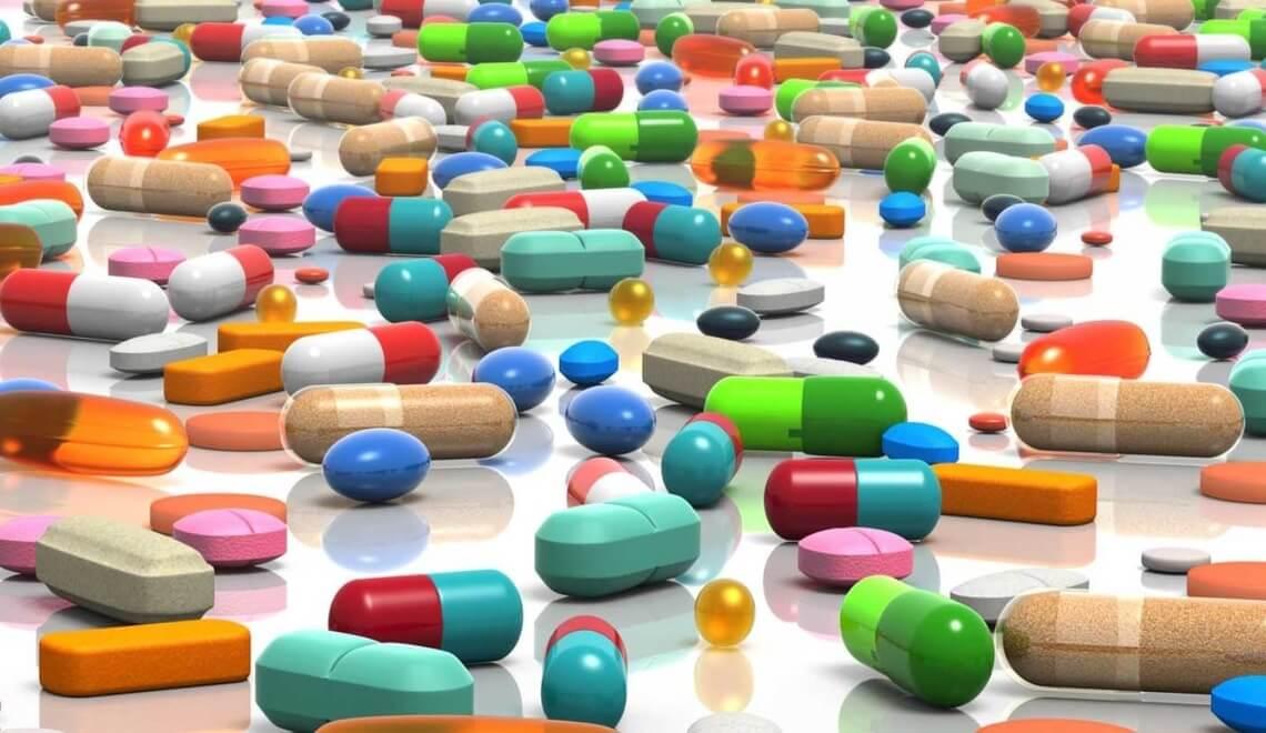 banco con numerosi medicinali equivalenti
