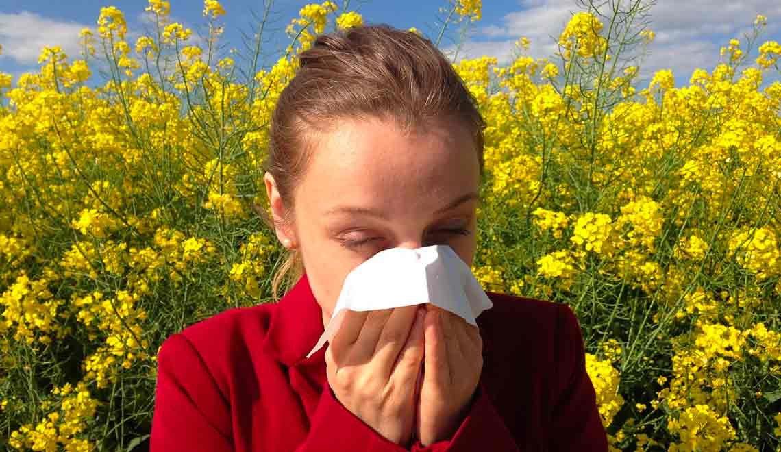Allergie pollini: le strategie per prevenire i sintomi